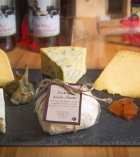 I'm a cheese lover of epic proprotions. I'd take a cheese board over chocolate any day of the week and when it comes to cheese and entertaining there is only one woman to ask. Diane at Provender Brown gave us her best choices for the party season!