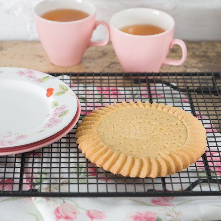A Murrays shortbread round and a cup of tea. Ach, ye ken yer fae Perth if that's yer Saturday treat.