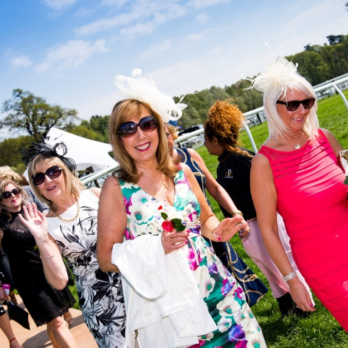 It felt like summer at this years Ladies Day at Perth Racecourse.  The ladies didn't disappoint with lovely hats and dresses!