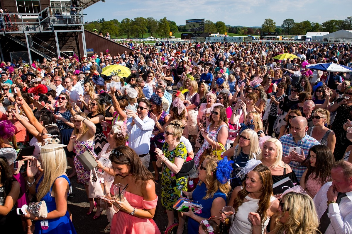 LADIES DAY - busy crowds