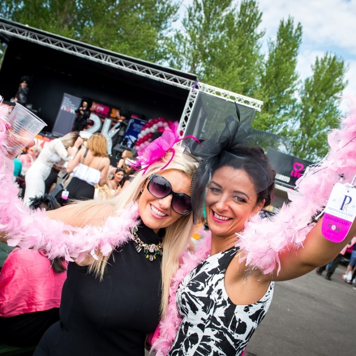 A feather boa is the perfect accessory! A great time was had by all at Ladies Day 2016 at Perth Racecourse.