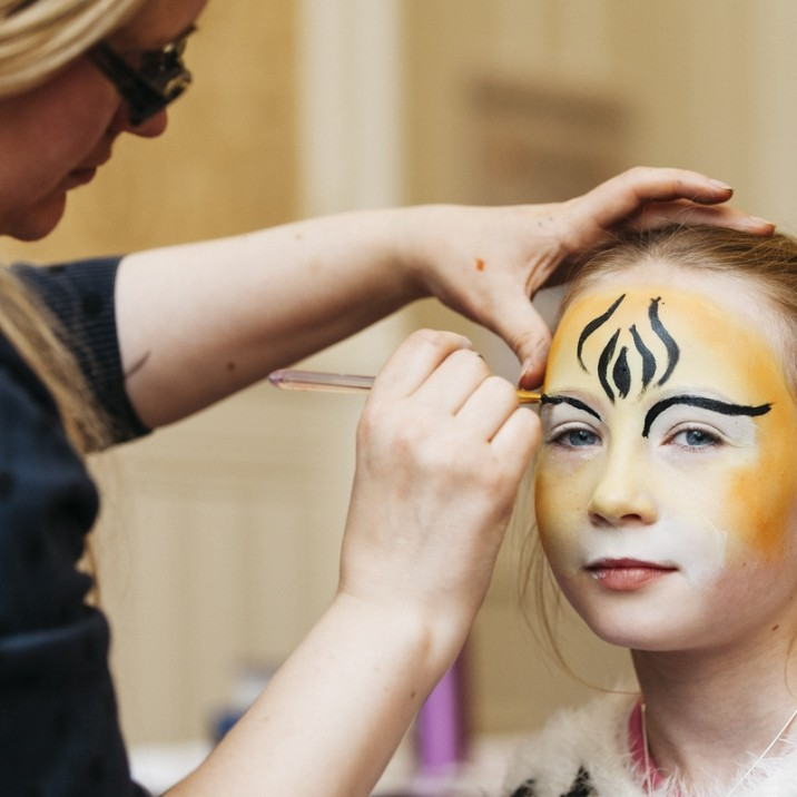 Claire Oliff is a Perthshire based facepainter and was a huge hit at the event! Basically every kid had their facepainted with their favourite animal, superhero or minecraft symbol.