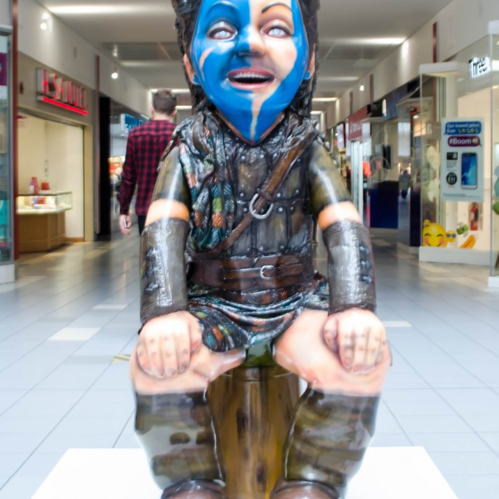 This Oor Wullie was created by Mandii Pope. His fascination with Oor Wullie and William Wallace drove him to create this traditional Celtic design.