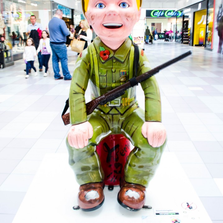 A tribute to our soldiers present and past, Wullie�s new rigour is a bit of a blast. A WW2 Sudjer there�s nothing more he could need, with his gun on his shooter and ma�s colander on his heed.