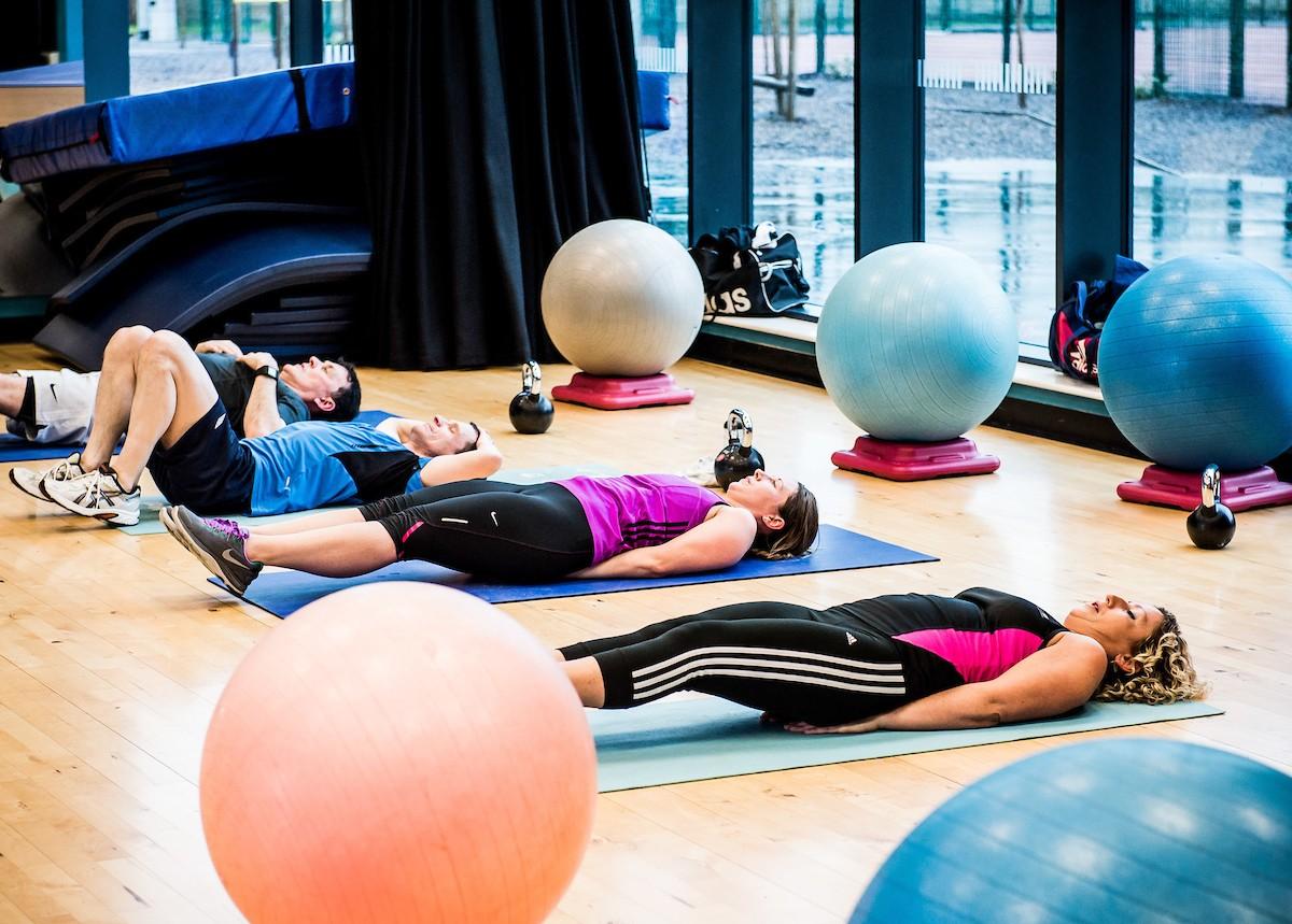 Fitness Pilates leg raises