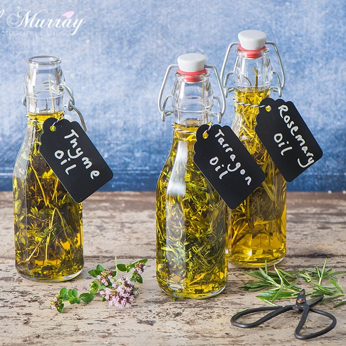 This weeks Small City Recipe is all about how to make your own homemade herb oil. these are brilliant to add to salad dressings, to drizzle over some pasta or even to have as an appetizer with some bread.  Herb oils are really easy to make and they also make lovely gifts to share.