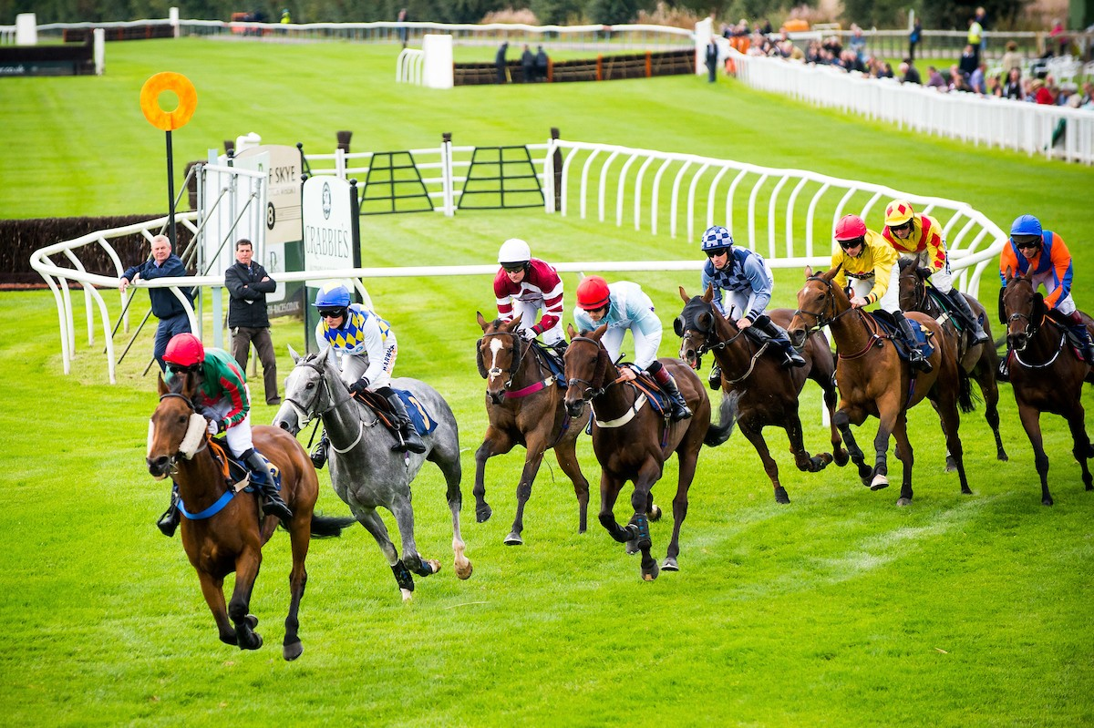 Get ready for Ladies Day by heading to Perth Racecourse's Hoteliers Race Evening!