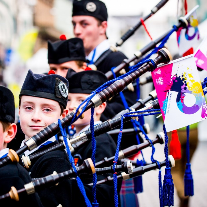 Talented bagpipe players entertained the crows