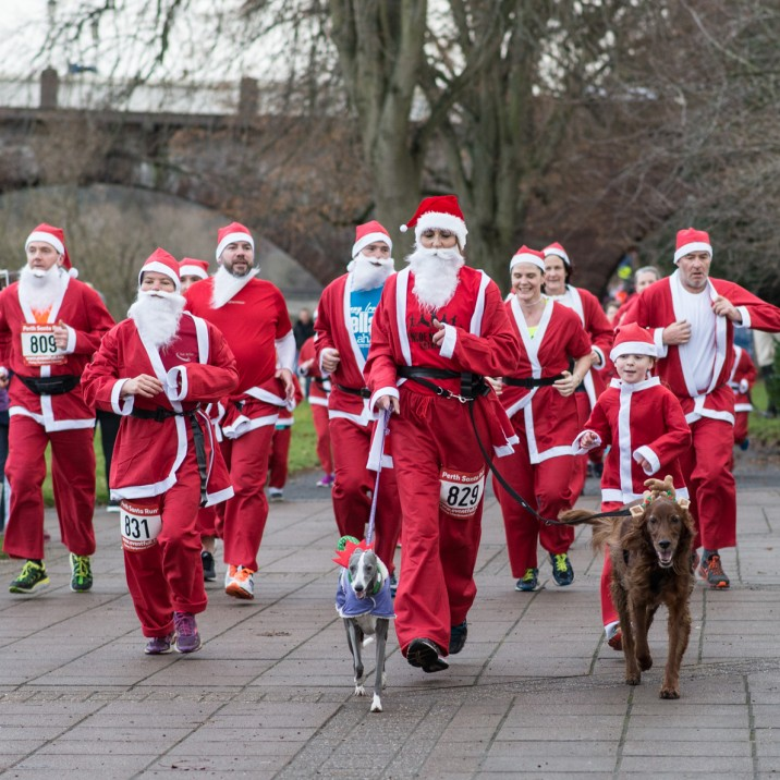 Runners were all provided with their own Santa suit for the occassion.