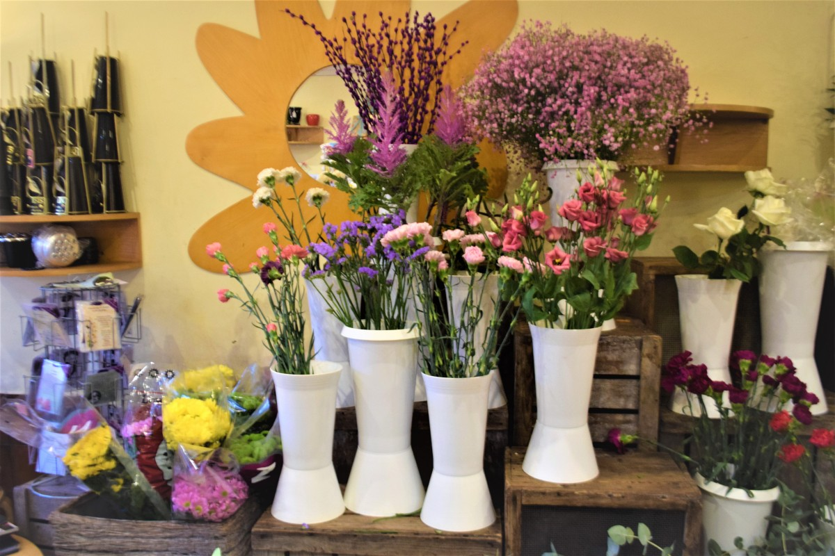 One of Perth's leading independent florists offering beautiful artisan arrangements for Weddings, Funerals, gifts, Corporate Events or just to show you care!
