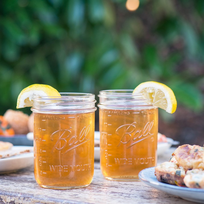 How refreshing does this Ginger Iced Tea look?!