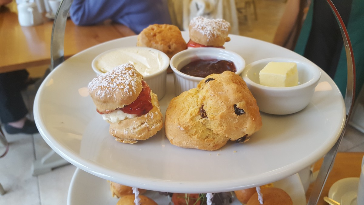 BW Afternoon Tea Scone Tier