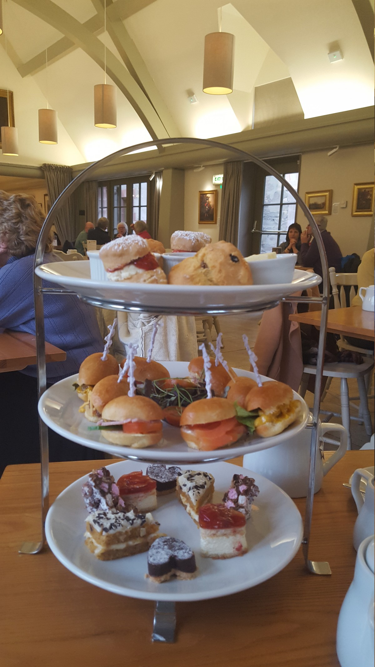 BW Afternoon Tea Cake Stand