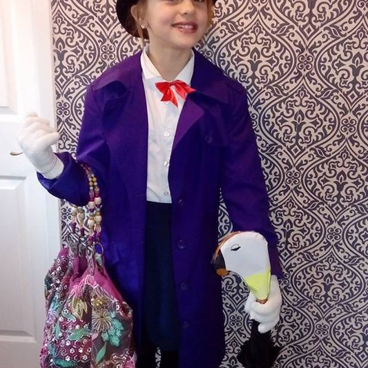 Kacey looks sweeter than a spoonful of sugar in her Mary Poppins outfit!