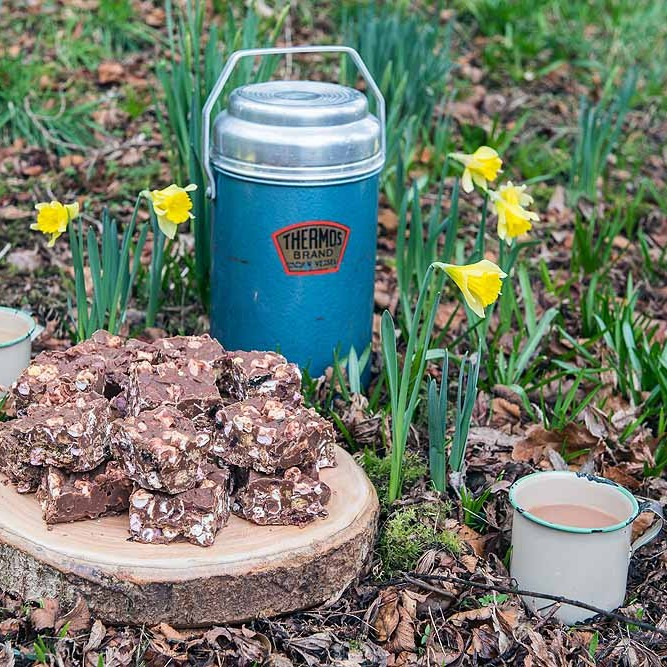 Rocky Road and a warm cup of tea in amongst the spring daffodils - perfect!