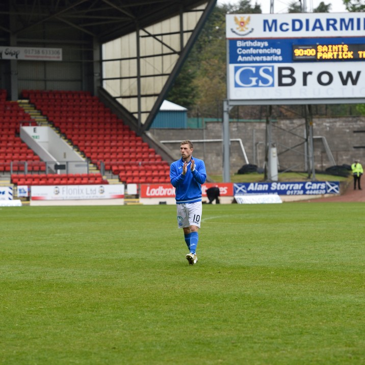 Wotherspoon applauds the fans