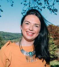 Holly MacDonald :  Digital Marketing & Media Master