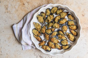 This Mussel recipe is a nice change from the usual moules mariniere and is super easy to prepare and serve before dinner as a starter. Also, it's delicious with a glass of rose, what's not to love?!