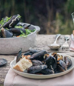 Hebridean Mussels With Garlic and White Wine Sauce
