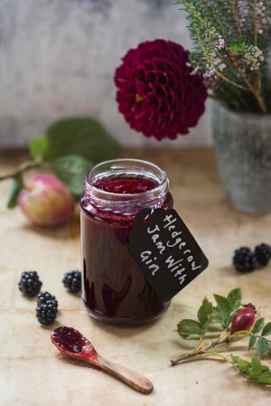 Homemade Jam with Gin! This delicious hedgerow jam recipe uses the best wild Scottish berries and a good glug of gin - perfection!