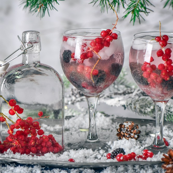 Make Your Own Redcurrant infused Gin With This Easy Recipe