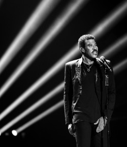 Lionel Richie's love affair with the UK continues as he announces Perth show at McDiarmid Park!