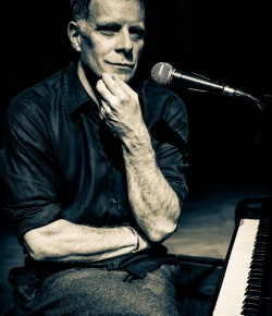 A night to remember for all Deacon Blue fans .... Join Ricky Ross at Perth theatre for a night of music.