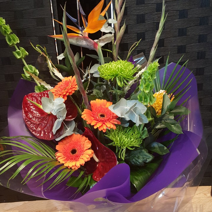 Lorna Davies is one of Perth's leading independent florists offering beautiful artisan arrangements for weddings, funerals, gifts, corporate events or just to show you care. Win a  gorgeous luxury Christmas bouquet is a floral arrangement worth £50 the perfect gift for someone or keep it for yourself!