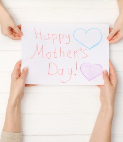 Join in this fun, free craft workshop to make mum a special floral card for Mother's Day