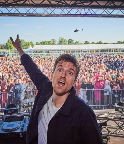 Capacity Crowd Created an Unforgettable Ladies Day at Perth Racecourse 2019 with Radio 1 Breakfast DJ Greg James.