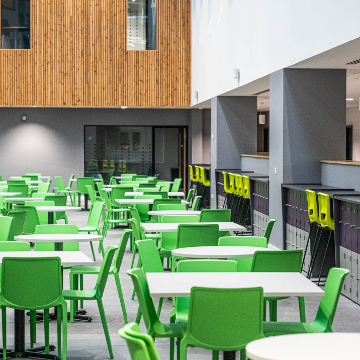 Vast social and seating areas allow the children to mix and mingle with ease over lunch time, and transform into learning zones during morning and afternoon sessions.