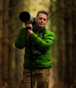 Chris Packham : Pictures from the Edge of the World