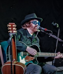 Ian McNabb from The Icicle Works played an acoustic solo show at The Backstage at the Green Hotel in Kinross.